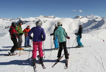 Adult group ski lessons in Samoens with ZigZag